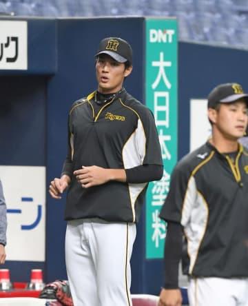 3月14日、練習試合・オリックス対阪神戦の試合前にウオーミングアップする阪神・藤浪晋太郎