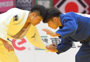 GS大阪大会決勝で戦った丸山城志郎(左)と阿部一二三=19年11月