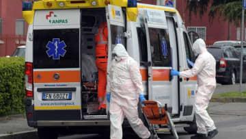 イタリア、1日当たりの死者900人を突破 新型コロナウイルス 画像