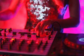 「DJ券」はコラ画像(画像はイメージ)