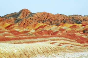 大自然の造形美を堪能 七彩丹霞風景区を訪ねて 甘粛省