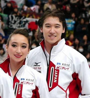 全日本フィギュアでソチ五輪代表に決まったキャシー・リードさんと弟のクリス・リードさん=13年12月23日