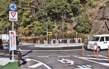 通行ができるようになった環状交差点(和歌山県田辺市龍神村柳瀬で)