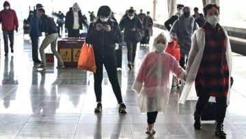 中国・武漢で封鎖を一部解除、家族ら再会 新型ウイルス