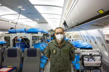 ドイツ空軍がツイッターに投稿した患者搬送機(共同)