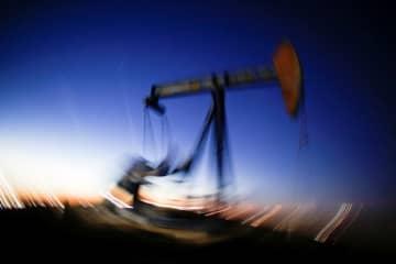アングル:原油処分売りでスポット価格低迷、アジア通貨危機以来 画像