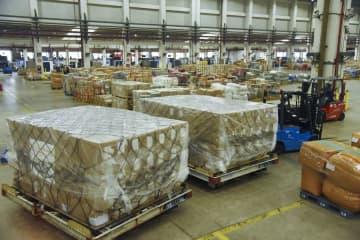 馬雲氏寄付の医療支援物資、ウガンダに到着