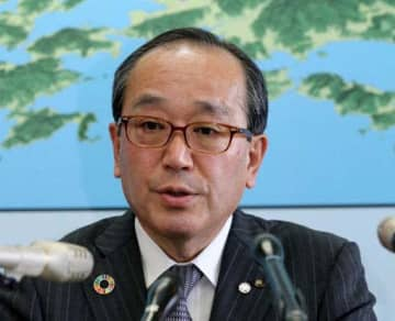 記者会見し感染者確認について説明する松井一実市長(29日午後0時38分、広島市役所)