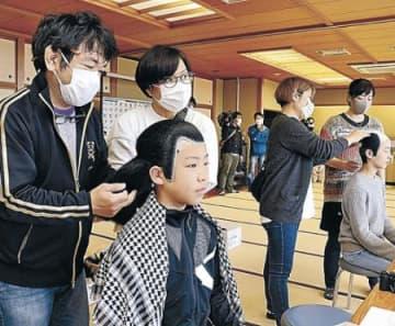 こども歌舞伎祭りへ役者かつら合わせ 5月、小松で