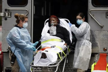 Emergency medical technicians wheel a patient to an ambulance during the outbreak of COVID-19 in New York, on March 29, 2020. STEFAN JEREMIAH/REUTERS