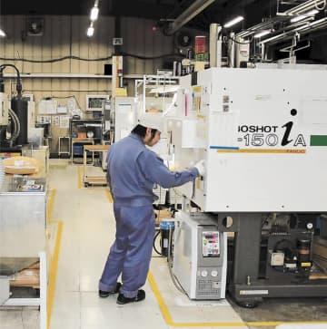 岩手県北上市の北上エレメックでは、ヤリス向けの内装部品ラインがフル稼働している