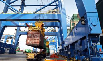 大連の港湾、全面的に操業再開 広汽トヨタの新車が入港