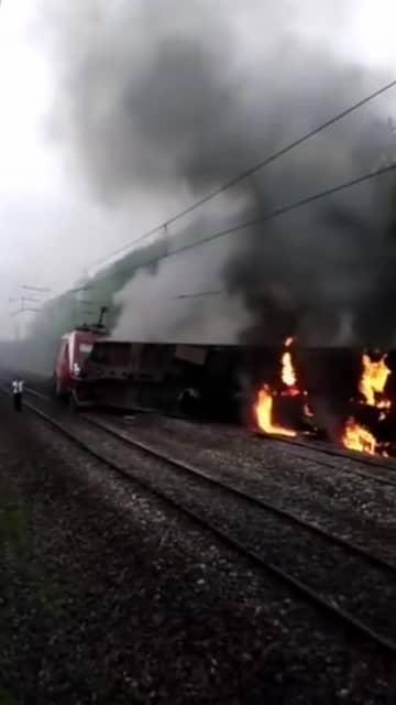 湖南省郴州市で旅客列車が脱線し転覆 崩れ出した土砂に衝突