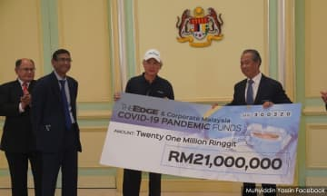 Muhyiddin receives cash donations totalling RM4.25m for Covid-19 fund