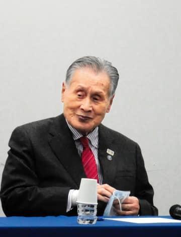東京五輪の来年7月23日開幕を決定し、会見に臨む組織委・森喜朗会長