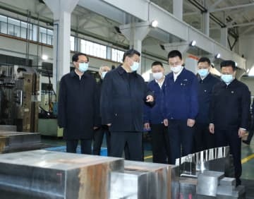 President Xi Jinping inspects an industrial park producing auto parts and molds in Ningbo, East China's Zhejiang province, on March 29, 2020. [Photo/Xinhua]