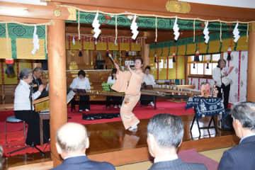 「おがわら湖ものがたり」の奉納公演などが行われた谷地頭神社の春祭