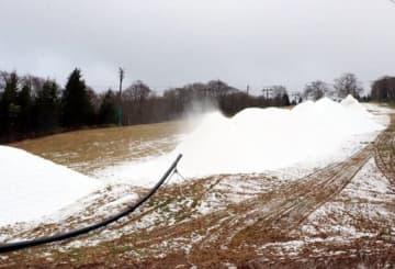 造雪作業が進む瑞穂ハイランド(2019年12月23日)