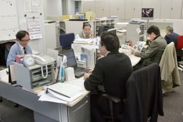 定年退職後も働き続ける高齢者が増えている=2009年、東京都港区