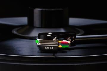 DS Audio、光カートリッジ「DS-E1」や除電アイテム「ION-001」など製品を無料貸出。4/1から
