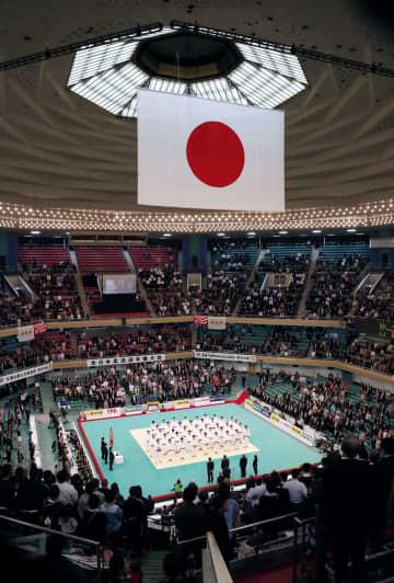 昨年の4月に日本武道館で行われた柔道全日本選手権の開会式=東京都千代田区