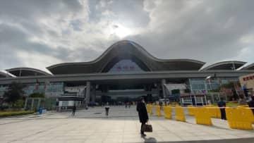 武漢駅、再開初日に湖北省民1万2千人が帰着 高速鉄道で省外から