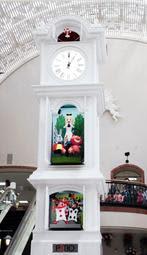 リニューアルした須磨パティオの時計台=神戸市須磨区中落合2