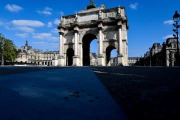 人影が消えたパリの凱旋門=3月31日(ゲッティ=共同)