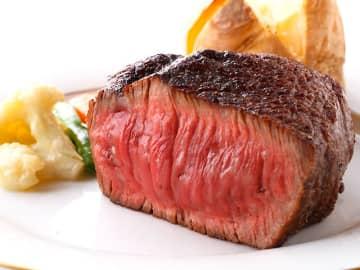 最上級の極厚炭焼ステーキを、銀座の老舗レストランで発見!