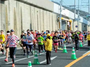 「第9回神戸マラソン」のようす(写真:ラジオ関西)