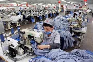 青島市の衣料品製造企業、「ユニクロ」の注文で生産急ピッチ