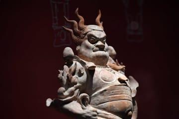 唐代の鎮墓像「天王俑」