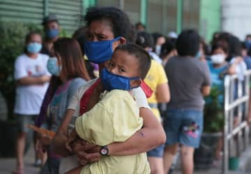 COVID-19 task force urges 12-hour operations for supermarkets, pharmacies