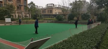 Croquet is played by residents at a community for the elderly in Ningbo, Zhejiang province. [Photo provided to China Daily]