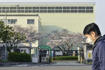 新型コロナウイルス感染拡大による海外需要の急減で、生産ラインの稼働を止めたトヨタ自動車堤工場=3日午前、愛知県豊田市