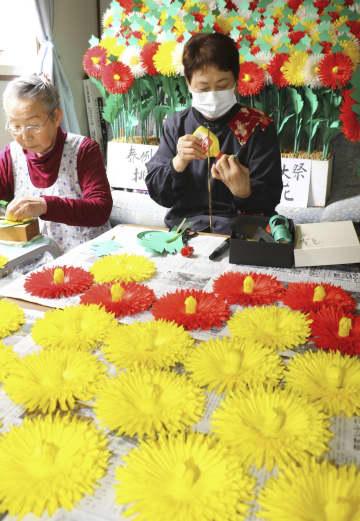 熊野本宮大社の例大祭用に作られる「挑花」=3日、和歌山県田辺市