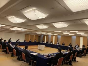 12球団代表者会議に臨む参加者(日本野球機構提供)