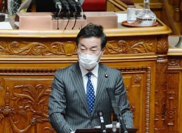 参院本会議で質問する日本維新の会の松沢氏=3日午前