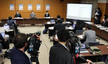宮崎市で新たに3人が新型コロナウイルスに感染したことを受けて開かれた記者会見=3日午後10時41分、宮崎市役所
