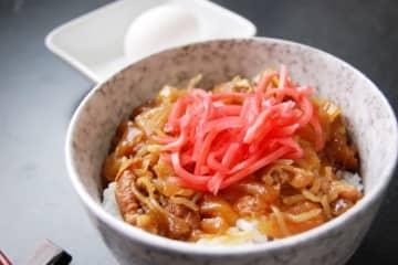 キンプリ・平野紫耀、ありえない『牛丼の食べ方』にファンもドン引き…「お願いだから、やめて」