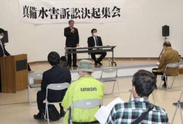 弁護団が訴えの内容などを説明した住民集会