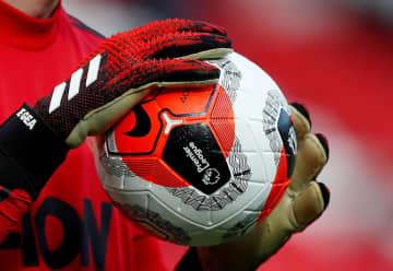 プレミアリーグのサッカーボール(ロイター=共同)