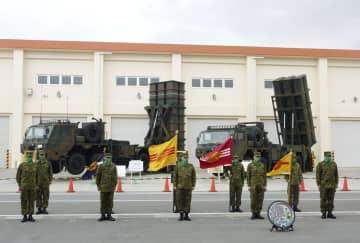 整列する陸上自衛隊宮古島駐屯地の幹部ら=5日、沖縄県宮古島市