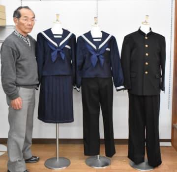 選択制を導入する佐土原中の制服