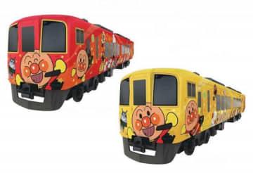 新たに導入されるアンパンマン列車の「ニコニコ」(左)と「キラキラ」