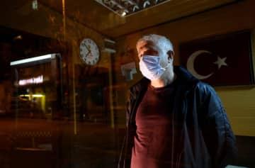 マスク姿の市民=5日、トルコ・アンカラ(ゲッティ=共同)