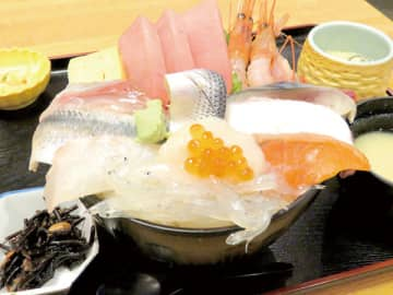 <ランチ>デカ盛り丼が人気、さいたま・玄海寿司 一番人気は海鮮丼、海の幸13種類も 鮮度に自信