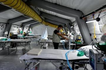 コロナウイルス感染で急遽用意された医療施設( 提供=LaPresse/共同通信社)