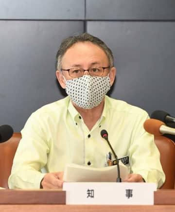 新たに新型コロナウイルスの感染者が出たことを発表する玉城デニー知事=5日午前、県庁