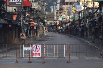 A normally busy tourist road in Phuket, closed to contain the spread of Covid-19. (Photo: Achadtaya Chuenniran)